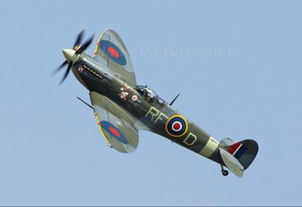 "AB910 - Royal Air Force ""Battle of Britain Memorial Flight"" Supermarine Spitfire Mk.Vb"
