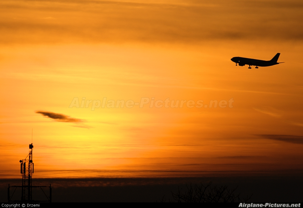 Maximus Air Cargo A6-MXB aircraft at Warsaw - Frederic Chopin