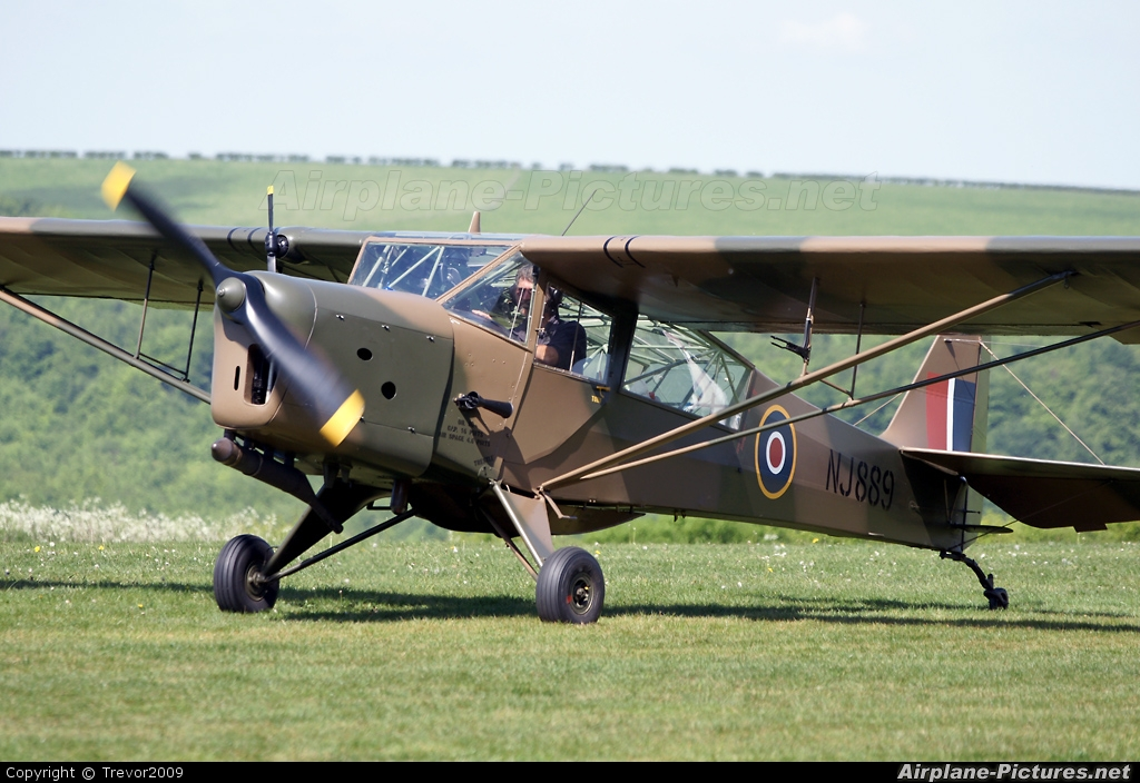 Private G-AHLK aircraft at Compton Abbas