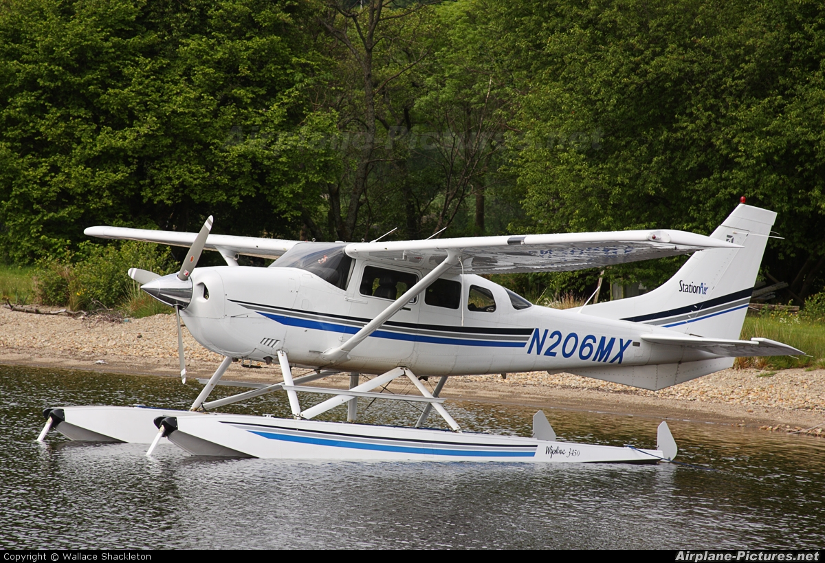 Private N206MX aircraft at Loch Earn