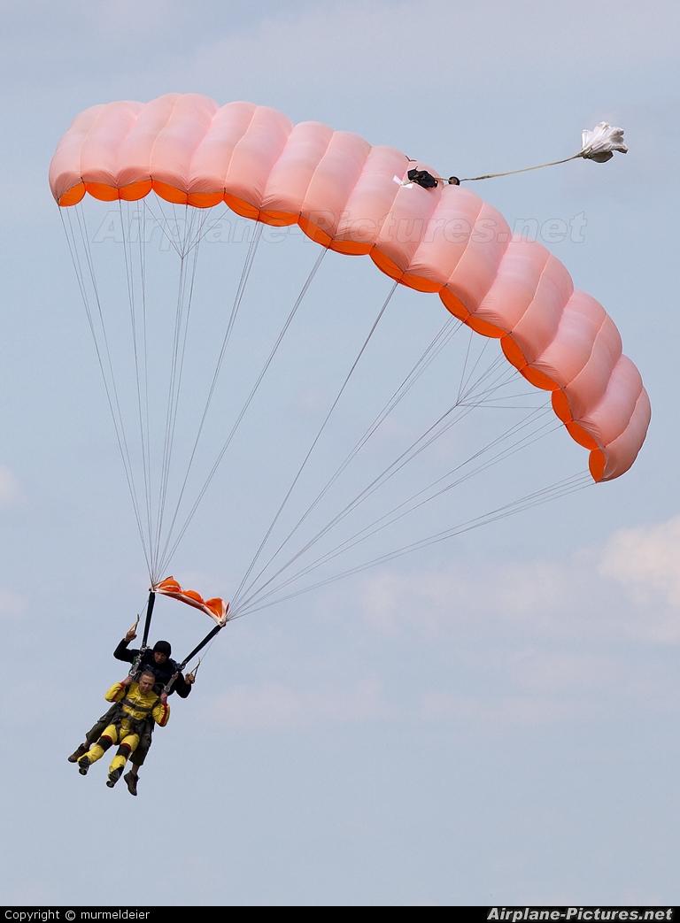 Private Parachute Parachute  Tandem At Spa  La Sauveniere  Photo ID 90583