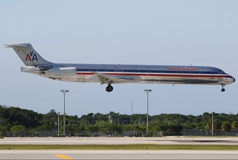 N7536A - American Airlines McDonnell Douglas MD-82