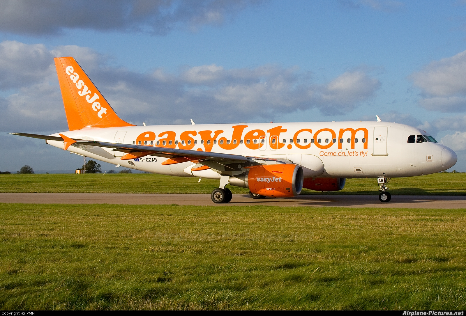 easyJet G-EZAB aircraft at East Midlands