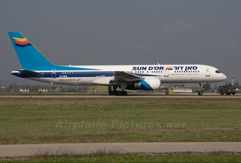 4X-EBM - Sun d'Or International Airlines Boeing 757-200