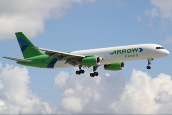 N822PB - Arrow Cargo Boeing 757-200F