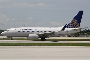 N14735 - Continental Airlines Boeing 737-700
