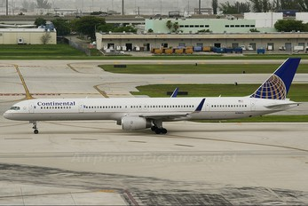 N74856 - Continental Airlines Boeing 757-300