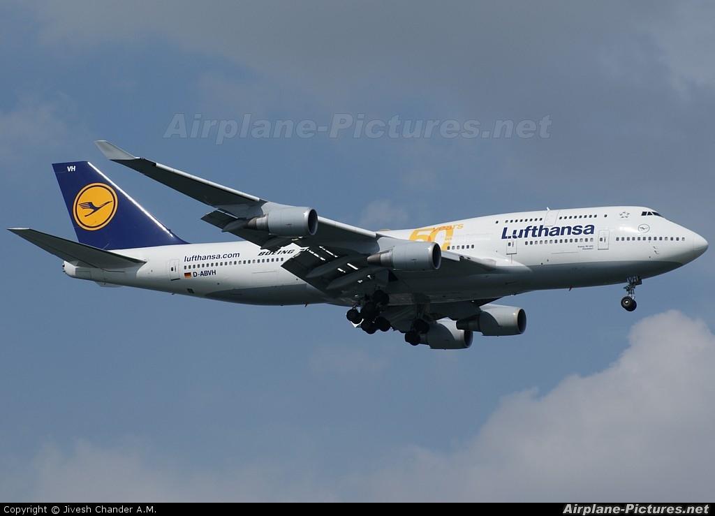 Lufthansa D-ABVH aircraft at Singapore - Changi