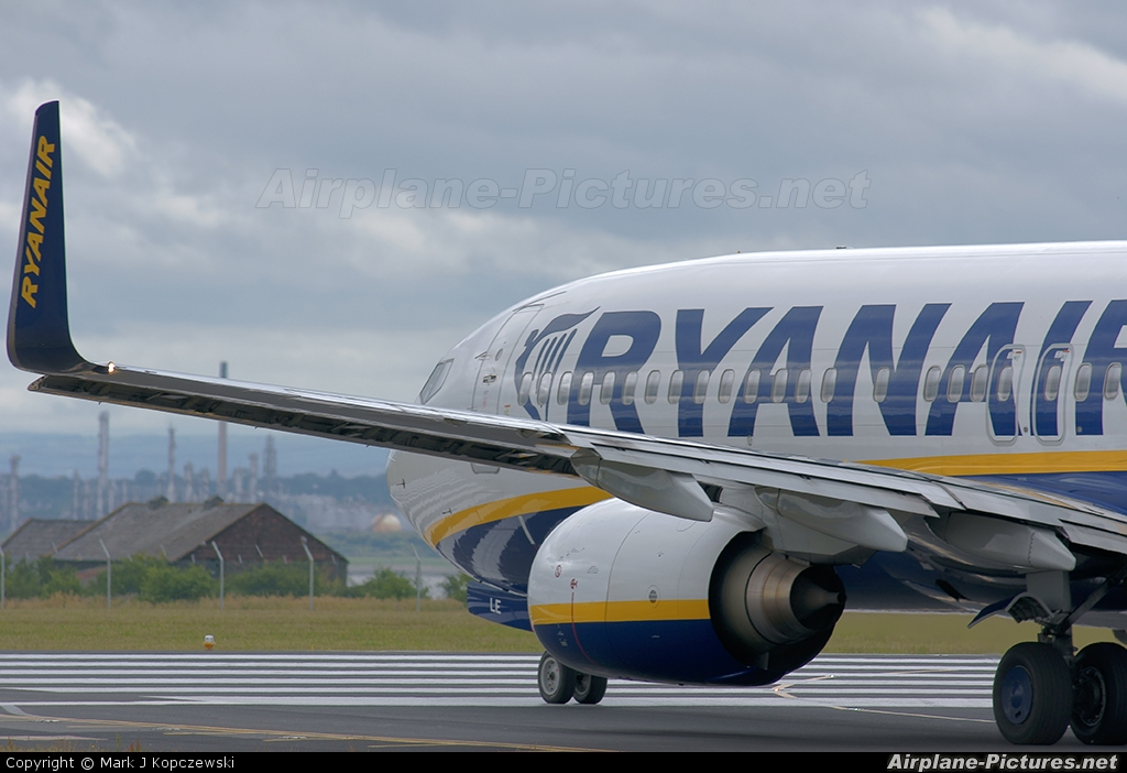 Ryanair EI-DLE aircraft at Liverpool