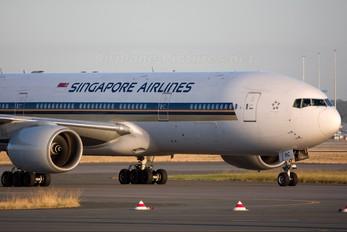 9V-SRC - Singapore Airlines Boeing 777-200ER