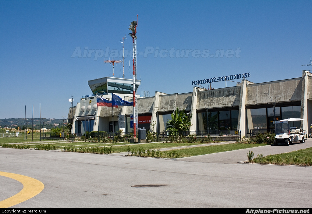 - Airport Overview - aircraft at Portoroz