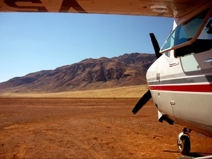 V5-FLY - Private Cessna 210 Centurion