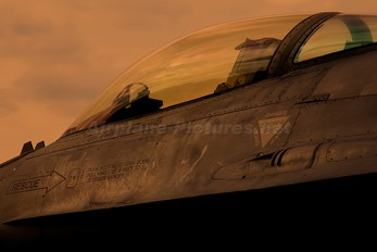 MM7239 - Italy - Air Force General Dynamics F-16A Fighting Falcon