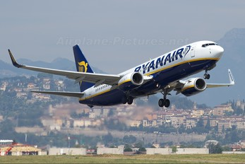 EI-DHV - Ryanair Boeing 737-800
