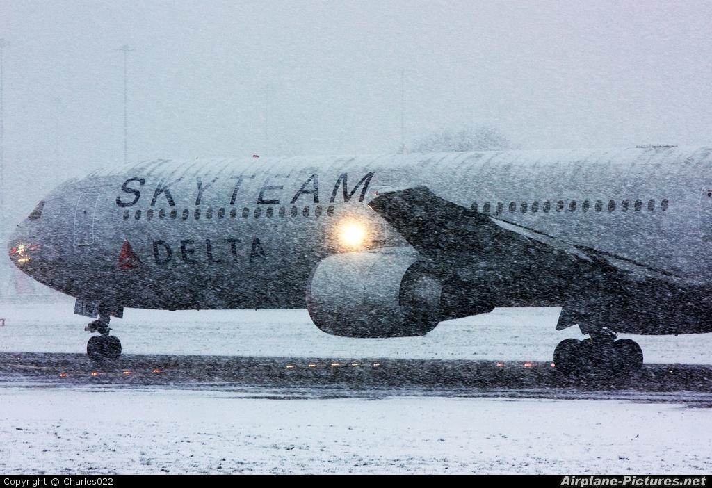 Delta Air Lines N844MH aircraft at Manchester