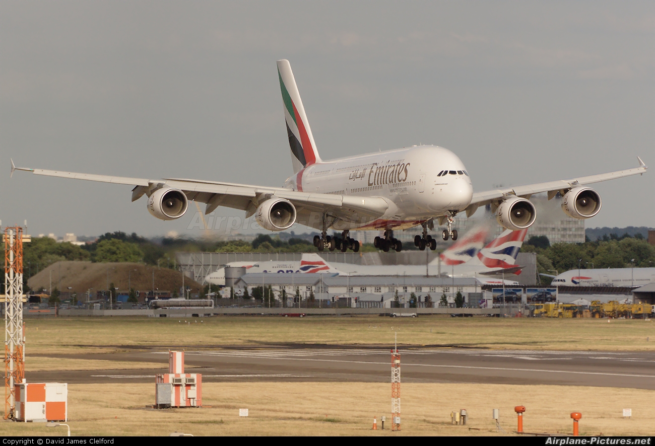 Emirates Airlines A6-EDG aircraft at London - Heathrow