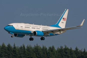 01-0015 - USA - Air Force Boeing C-40B