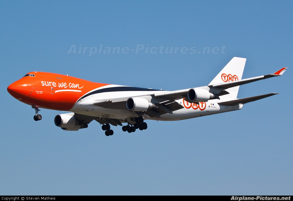 TNT OO-THA aircraft at Frankfurt
