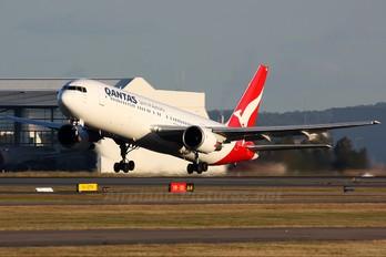 VH-OGD - QANTAS Boeing 767-300ER