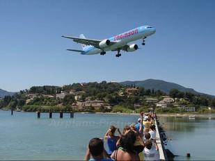 - - Thomson/Thomsonfly Boeing 757-200