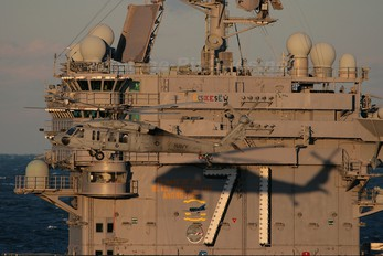 165764 - USA - Navy Sikorsky MH-60S Nighthawk