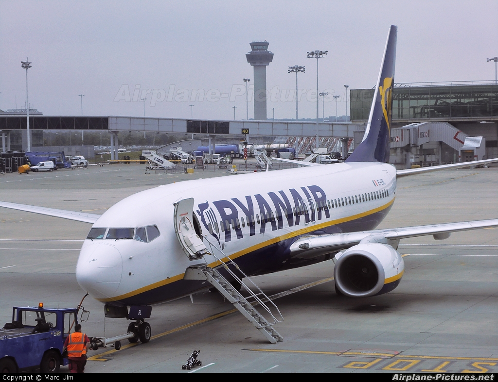 EI-EBL - Ryanair Boeing 737-800 at London - Stansted | Photo ID 102282 | Airplane-Pictures.net