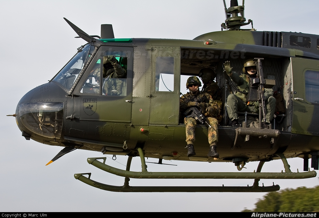 huey for sale helicopter with 71 60 Germany Army Bell Uh 1d Iroquois on 37 moreover Kit rm 5633 also Ah 1 Pics in addition Apocalypse Now Aura Droit A Sa Version En Jeu Video in addition 71 60 Germany Army Bell Uh 1d Iroquois.
