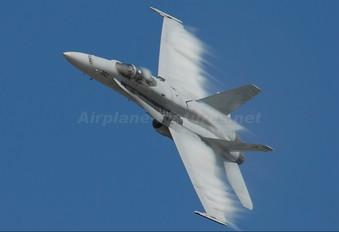 165214 - USA - Navy McDonnell Douglas F/A-18C Hornet