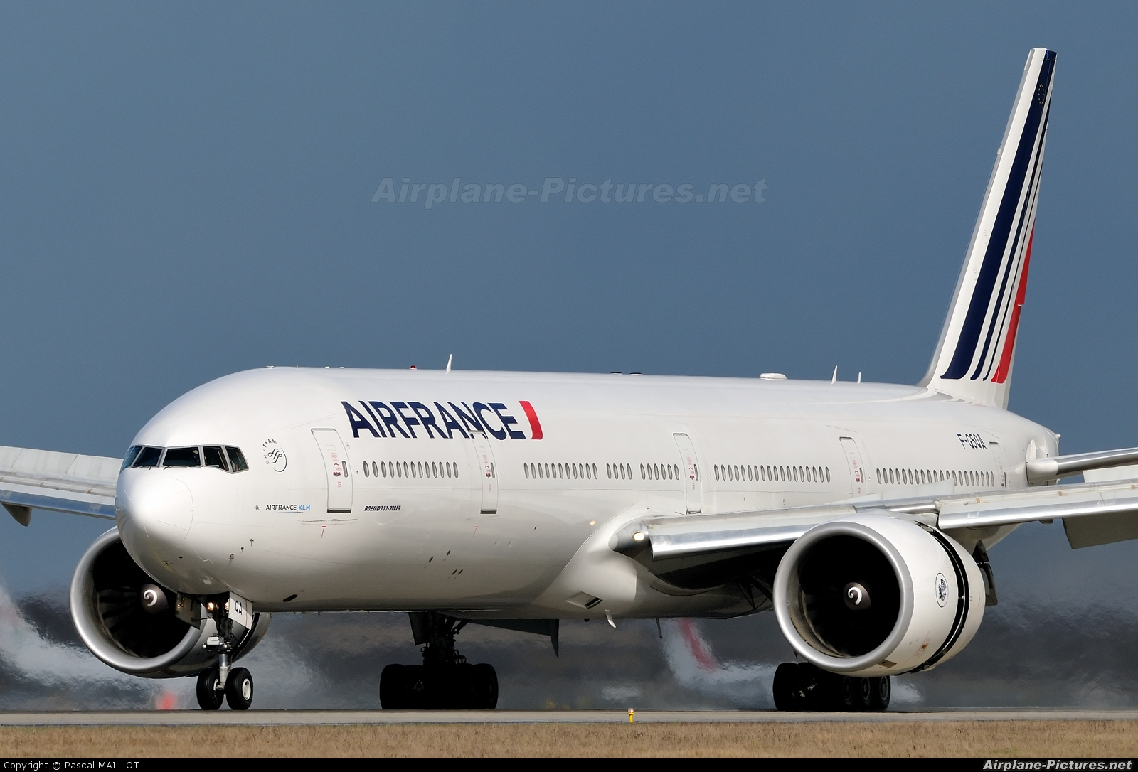 F gsqa air france boeing 777 300er at paris charles de for Interieur boeing 777 300er air france