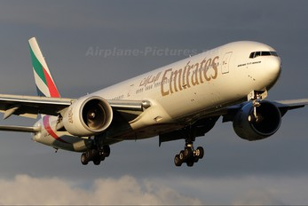 A6-ECB - Emirates Airlines Boeing 777-300ER