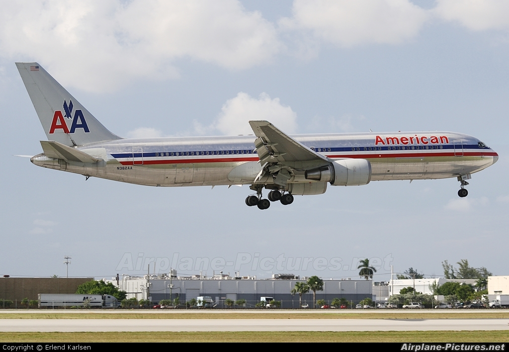 American Airlines N362AA aircraft at Miami Intl