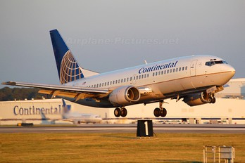 N16301 - Continental Airlines Boeing 737-300