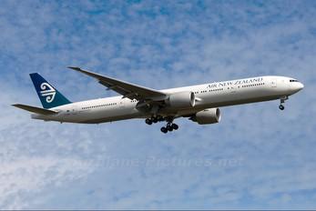 ZK-OKM - Air New Zealand Boeing 777-300ER