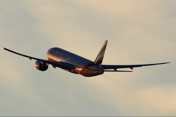 A6-EWJ - Emirates Airlines Boeing 777-200LR