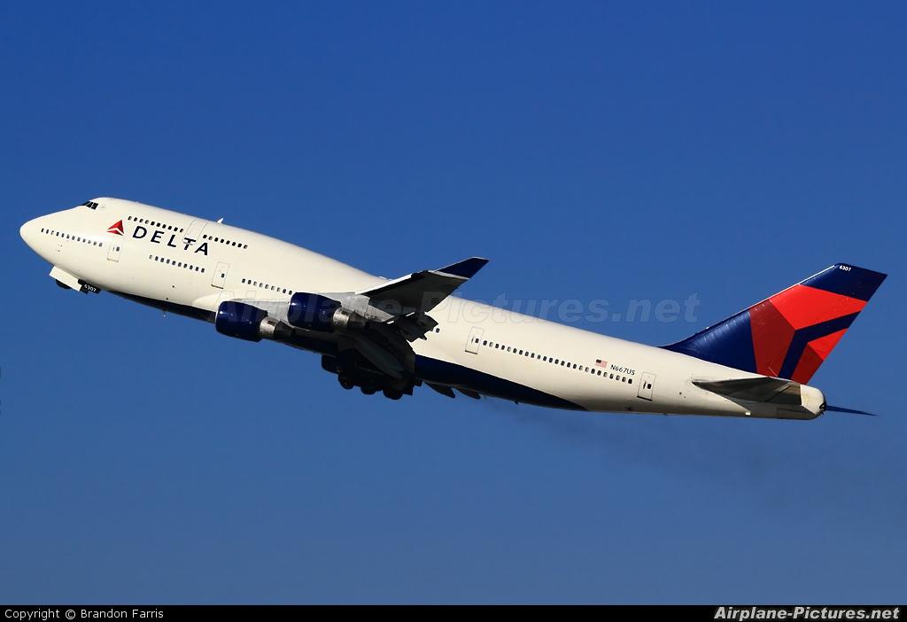 Delta Air Lines N667US aircraft at Los Angeles Intl