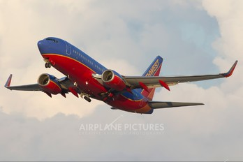 N482WN - Southwest Airlines Boeing 737-700