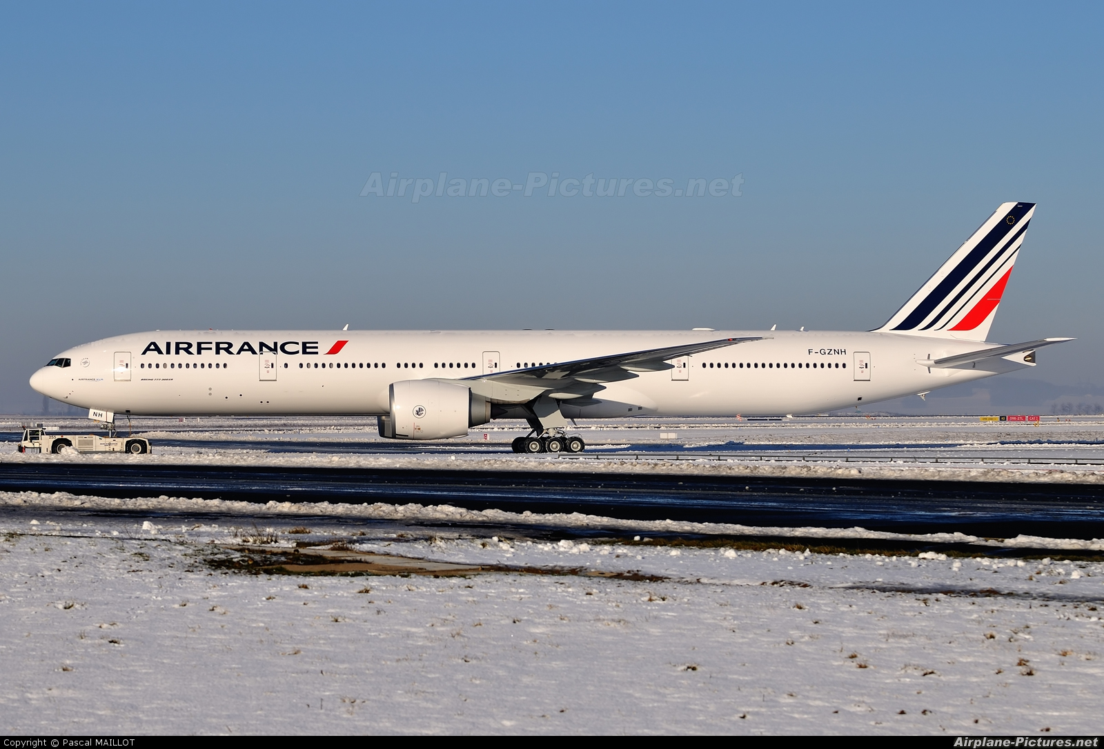 F gznh air france boeing 777 300er at paris charles de for Interieur 777 air france