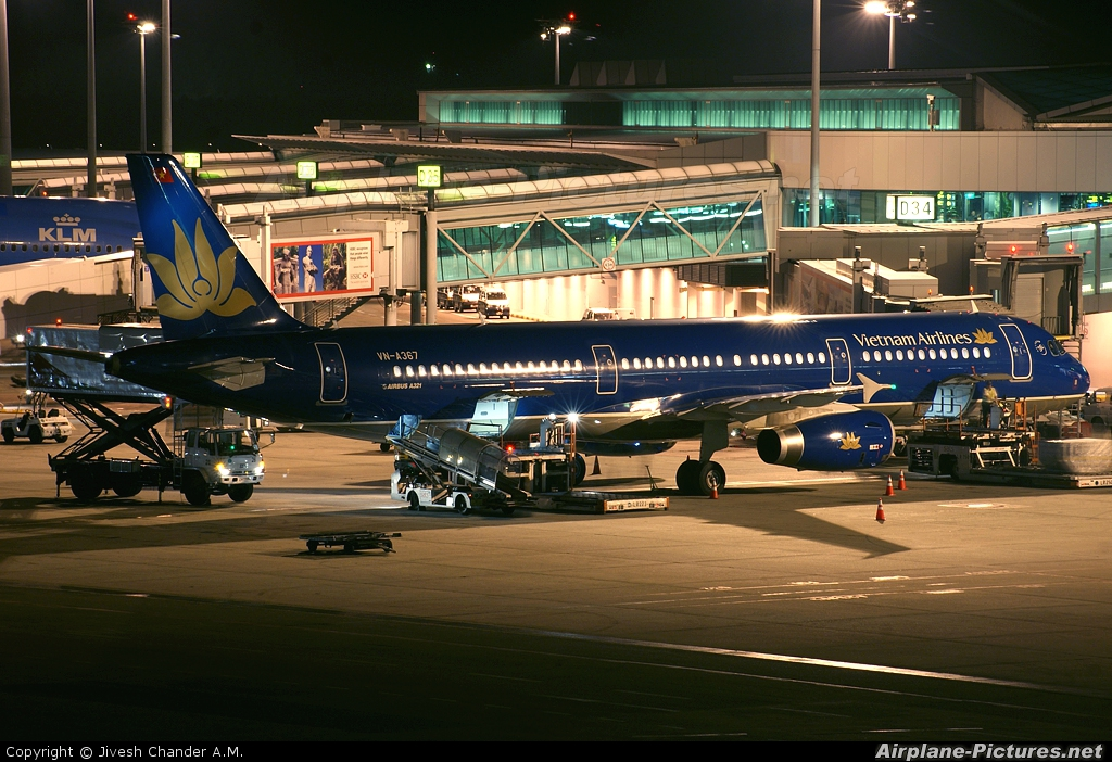 Vietnam Airlines VN-A367 aircraft at Singapore - Changi