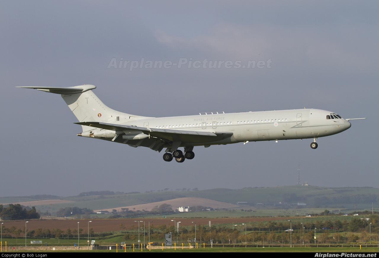 Royal Air Force XV102 aircraft at Prestwick