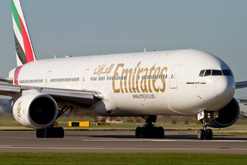 A6-EMN - Emirates Airlines Boeing 777-300