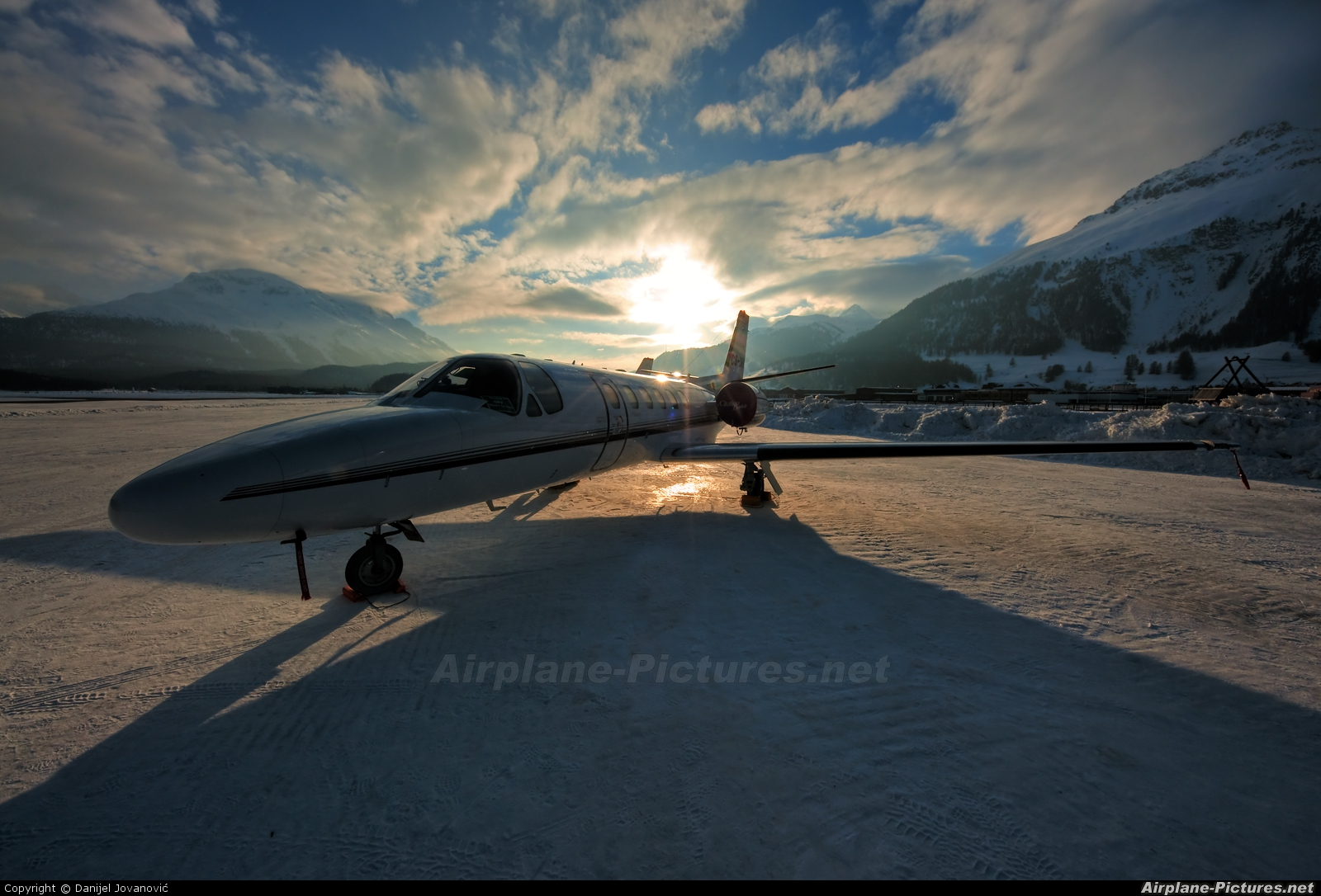 NetJets Europe (Portugal) CS-DHB aircraft at Samedan - Engadin