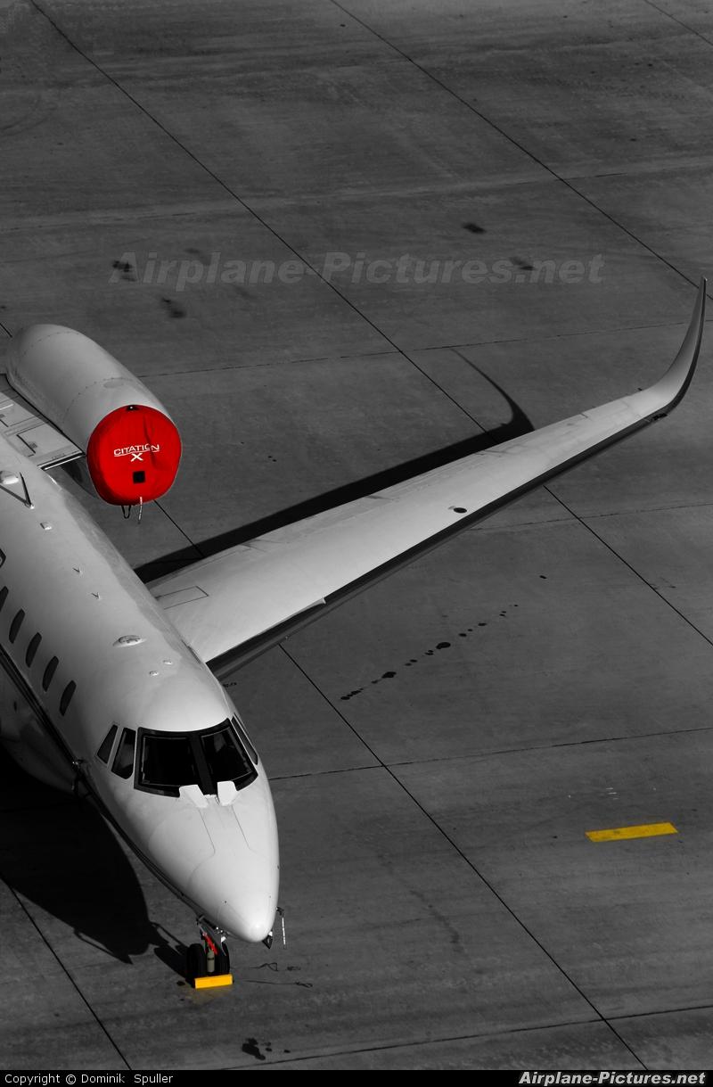 Private N786XJ aircraft at Innsbruck