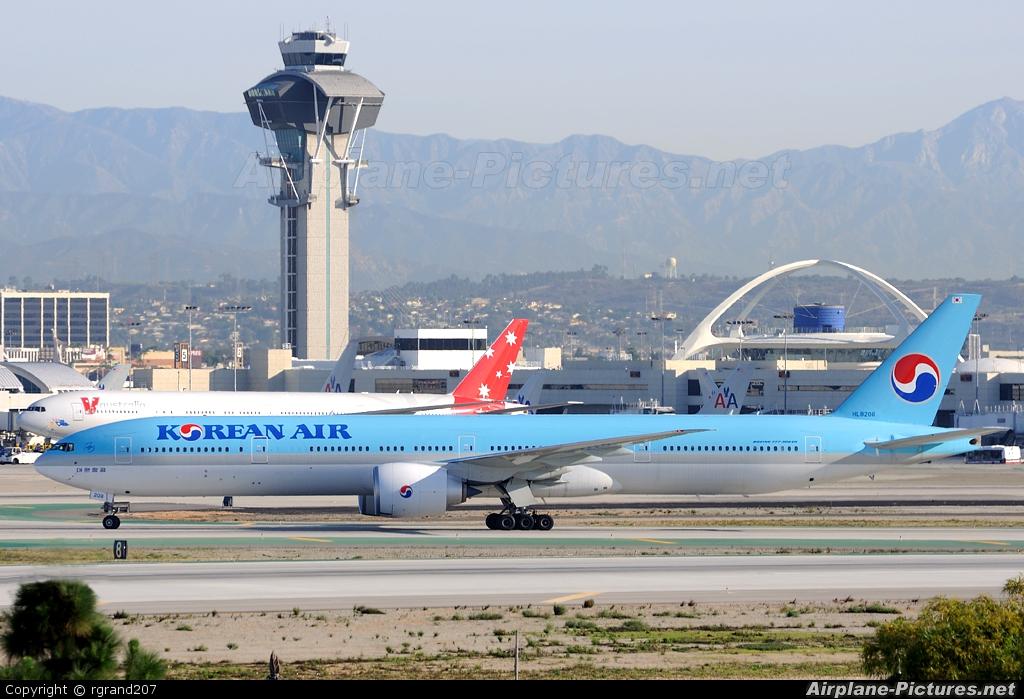 Korean Air HL8208 aircraft at Los Angeles Intl