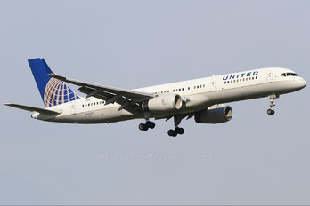 N48127 - United Airlines Boeing 757-200WL