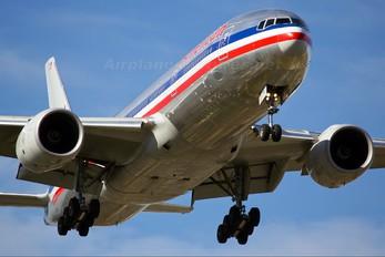 N799AN - American Airlines Boeing 777-200ER
