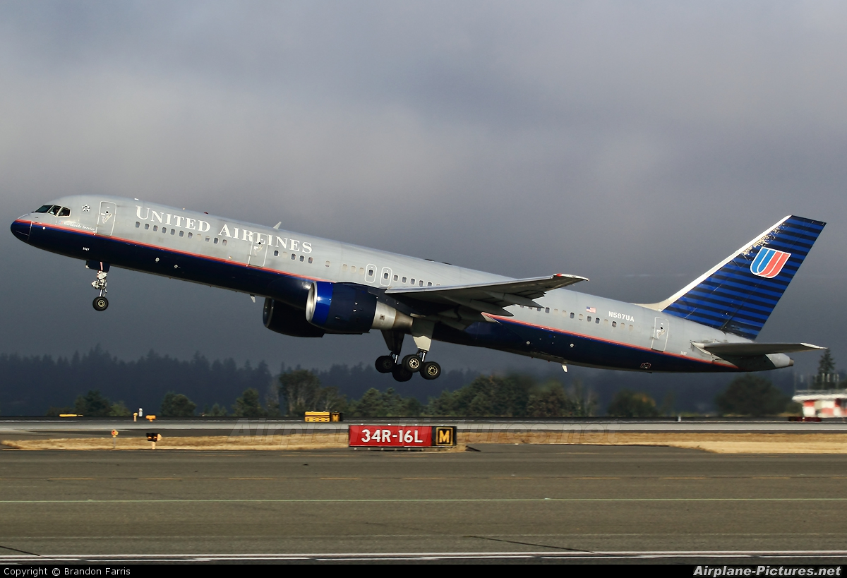 United Airlines N587UA aircraft at Seattle-Tacoma Intl