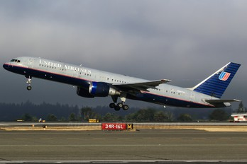 N587UA - United Airlines Boeing 757-200