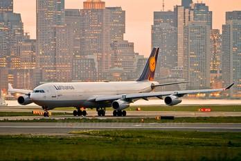 D-AIGK - Lufthansa Airbus A340-300