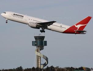 VH-ZXB - QANTAS Boeing 767-300ER