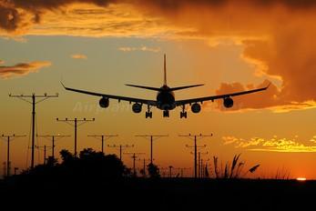 - - Lufthansa Airbus A340-600